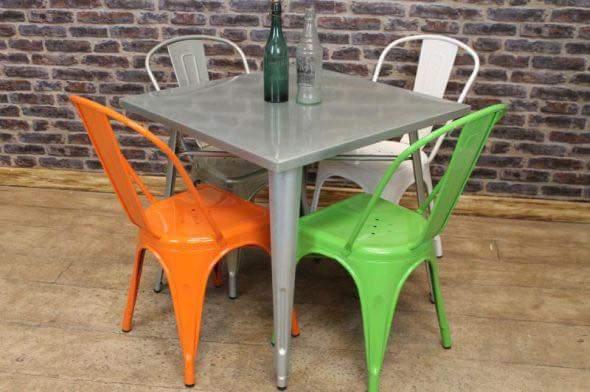 Bộ bàn ghế tolix 80×80 + 4 ghế Tolix