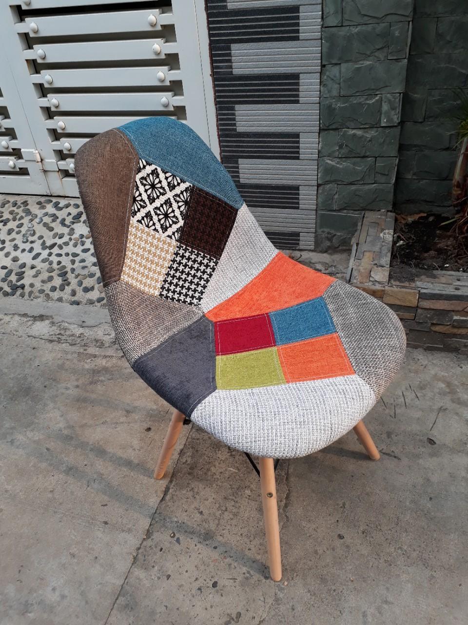 Ghế Eames bọc vải thổ cẩm :  J6