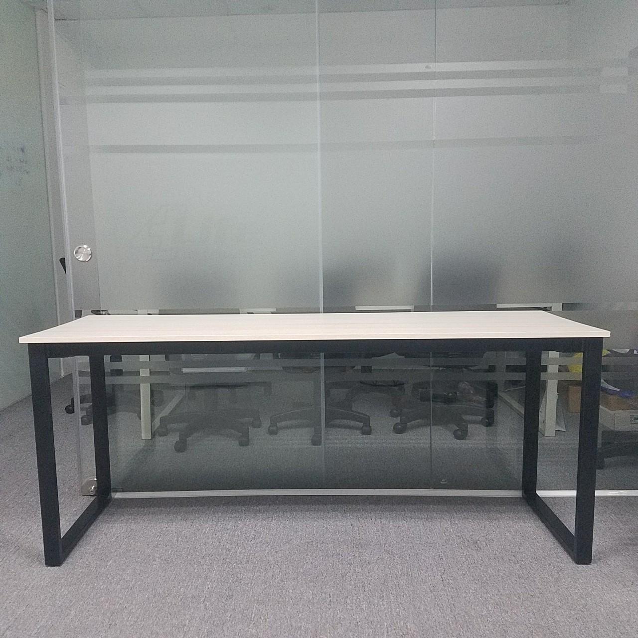Bàn văn phòng chân sắt 1m8 x 60 : BVS – 1860