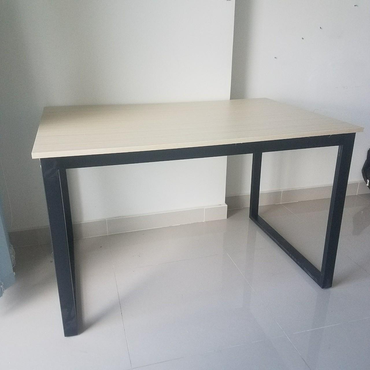 Bàn văn phòng chân sắt 1m2x80 : KG – B1208