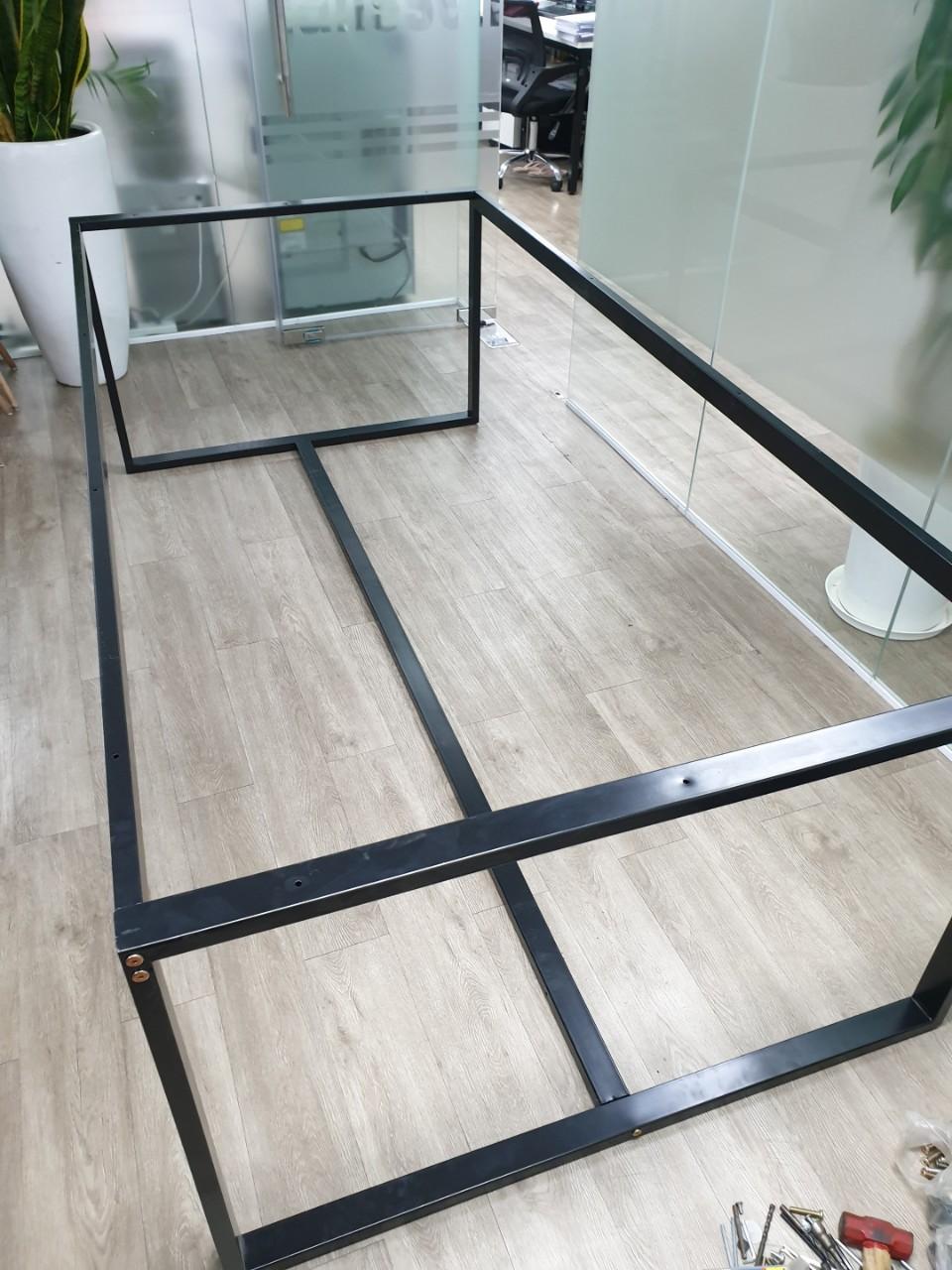 Chân bàn họp 240×120 khung sắt sơn tĩnh điện lắp ráp : H240-120